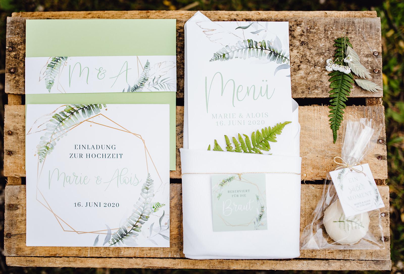 Greenery Hochzeit Nachhaltig heiraten Grüne Papeterie