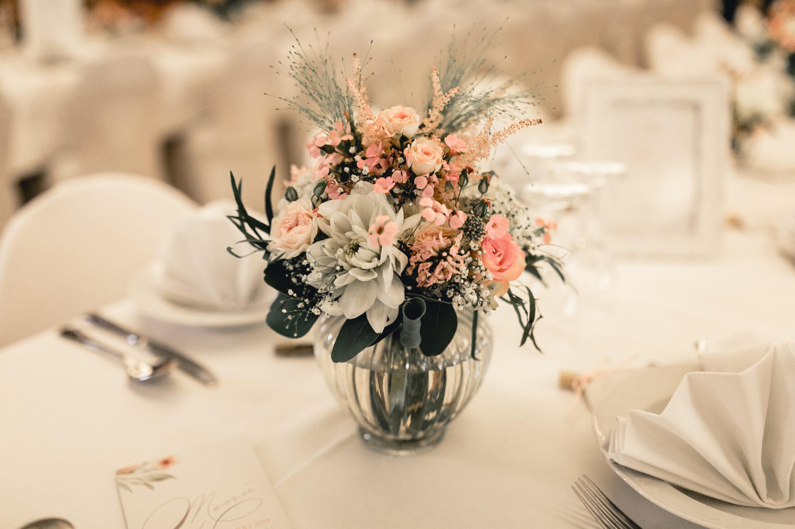 HeimArt Design Tischdekoration Vintage Hochzeit Blumenstrauße Vintagegläser Papeterie Kirschblüten