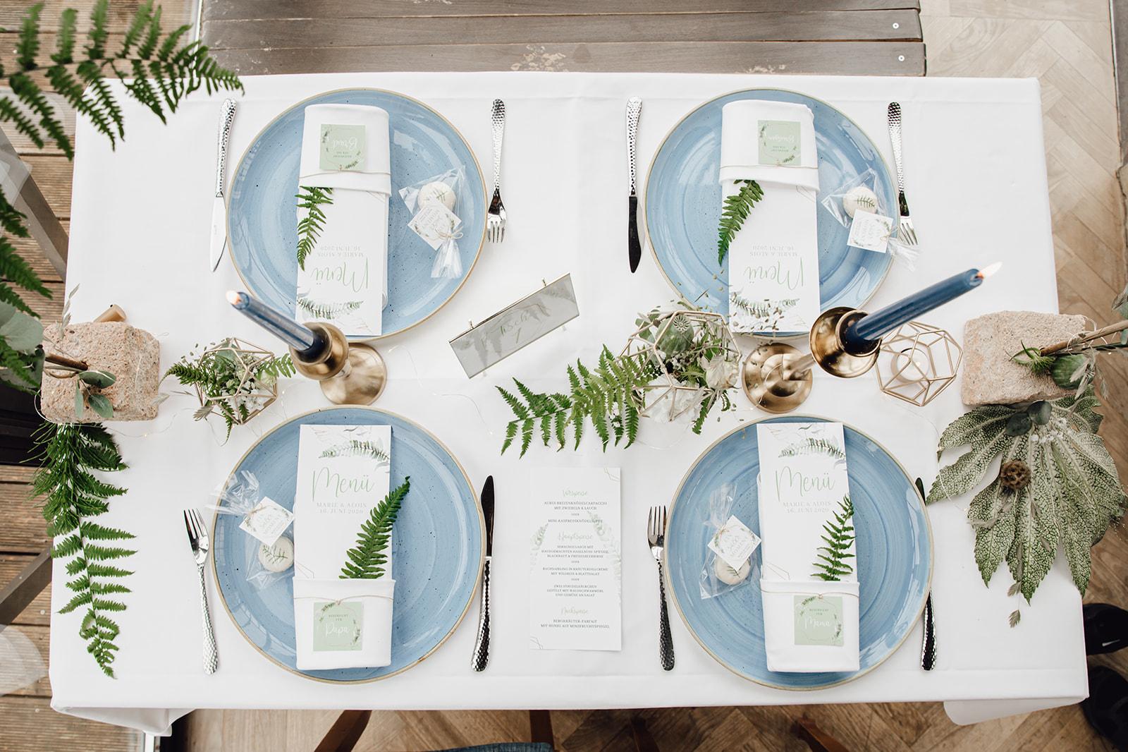 HeimArt Design Papeterie Chiemsee Hochzeit Greenery Wedding Macaron Tischdekoration Teller Menükarten Tischkarten Gastgeschenke Brauttisch