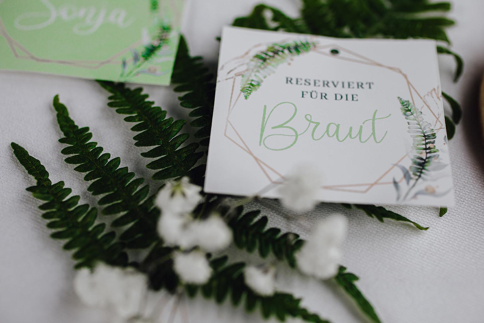 HeimArt Design Papeterie Chiemsee Hochzeit Greenery Wedding Tischdekoration Teller Menükarten Tischkarten Gastgeschenke