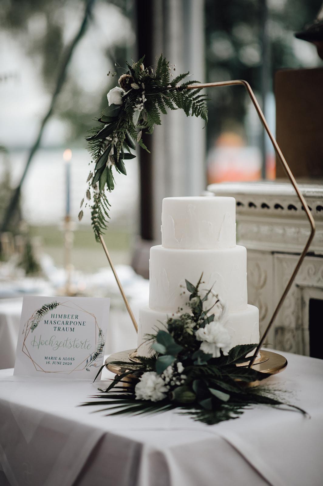 HeimArt Design Papeterie Chiemsee Hochzeit Greenery Wedding Hochzeitstorte Zuckeralm