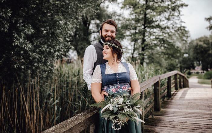 HeimArt Design Papeterie Chiemsee Hochzeit Greenery Wedding Brautpaar Tracht
