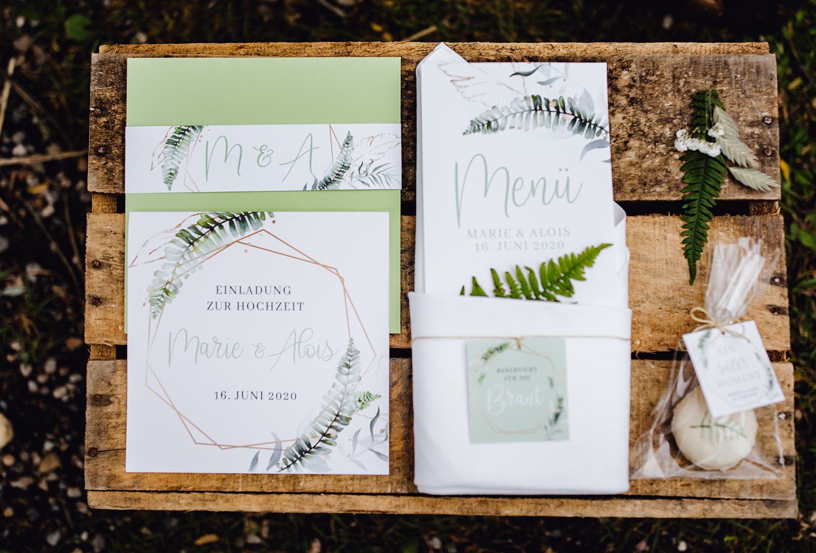 HeimArt Design Chiemsee Hochzeit Greenery Wedding Farn Papeterie